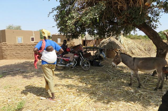 """""""Résilience contre la faim et la malnutrition au Burkina Faso"""" / Photo CE/ECHO/Anouk Delafortrie / Flickr (c.c)"""