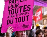 Des Papiers Pour TouTEs. Manifestation contre le projet de loi Hortefeux relatif à la maîtrise de l'immigration, à l'intégration et à l'asile. Paris, 20 octobre 2007. Photographie William Hamon / Flickr (c.c)