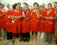 800px-Women_working_at_TexTunis_in_Tunisia