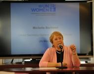 Michelle Bachelet (directrice exécutive d'ONU Femmes) lord dune rencontre sur l'intégration de l'égalité de genre dans  l'agenda post-2015 et les objectifs du développement durable (ODD), New York, 11/2012, ONU Femmes/Flickr (c.c)