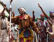 Kivu, RDC. Danse des éclopées et des aveugles, réfugiées à la suite de violences commises par les rebelles hutus en RDC / Photographie André Thiel / Flickr (c.c)