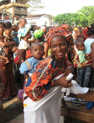 """""""Santé maternelle"""", Sierra Leone, 2010"""". En 2010 le Sierra Leone a mis en placela gratuité des soins pour les femmes enceintes et allaitantes / Photo Robert Yates / Department for International Development / Flickr (c.c)"""