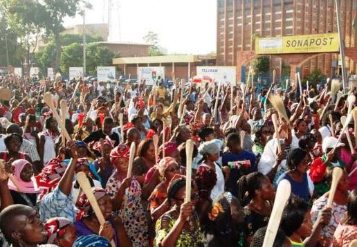 Marche des femmes spatules à la main, 27 octobre 2014