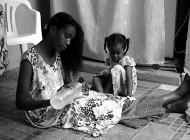 Dinkenech une Éthiopienne qui vit à Djibouti, elle a un seul rêve: traverser la mer rouge et atteindre l'Arabie Saoudite ou les Émirats. L'eldorado qui souvent se termine en cauchemar.